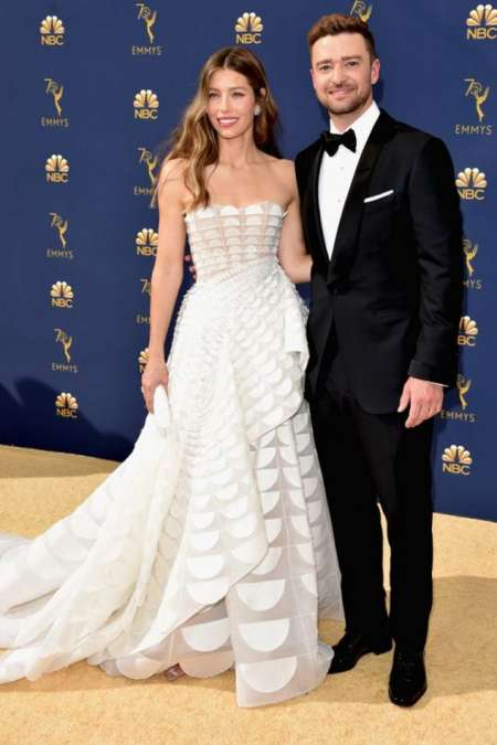 Jessica Biel acompañada de su marido, Justin Timberlake, y vestida por Ralph & Russo.