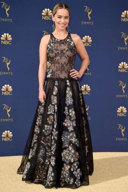 Emilia Clarke, la madre de dragones más famosa de Juego de Tronos, de Dior.