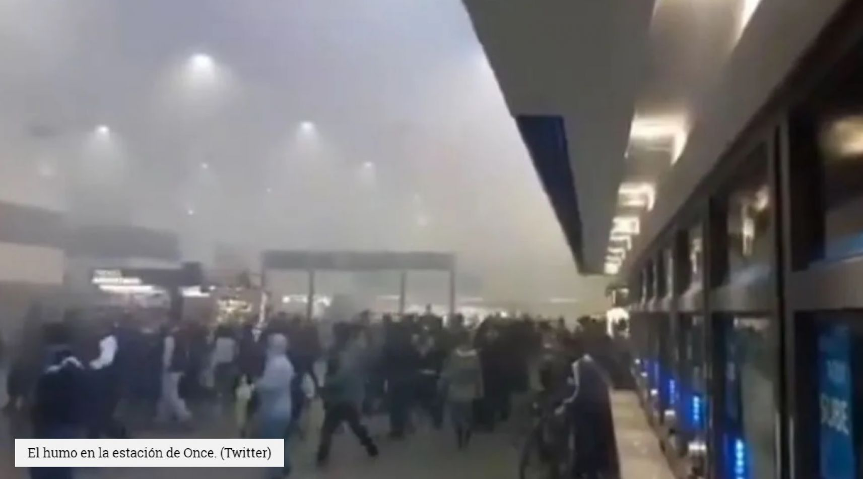 Alarma en estación de Once del tren Sarmiento por nube de humo
