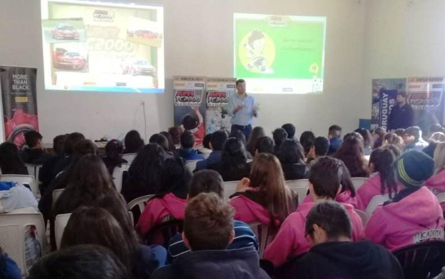 Concientización vial: El Súper TC2000 visita escuelas salteñas