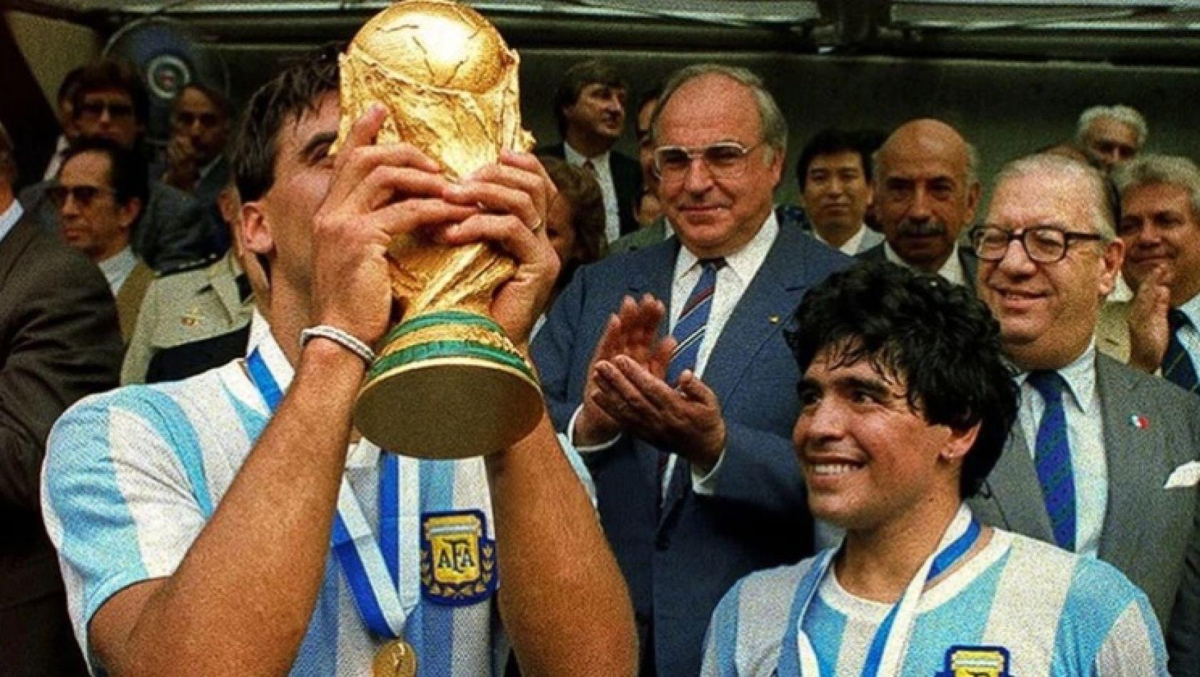 """Diego Maradona compartió una emotiva carta y un video para despedir al """"Tata"""" Brown: """"Supiste cuánto pesa la Copa del Mundo"""""""