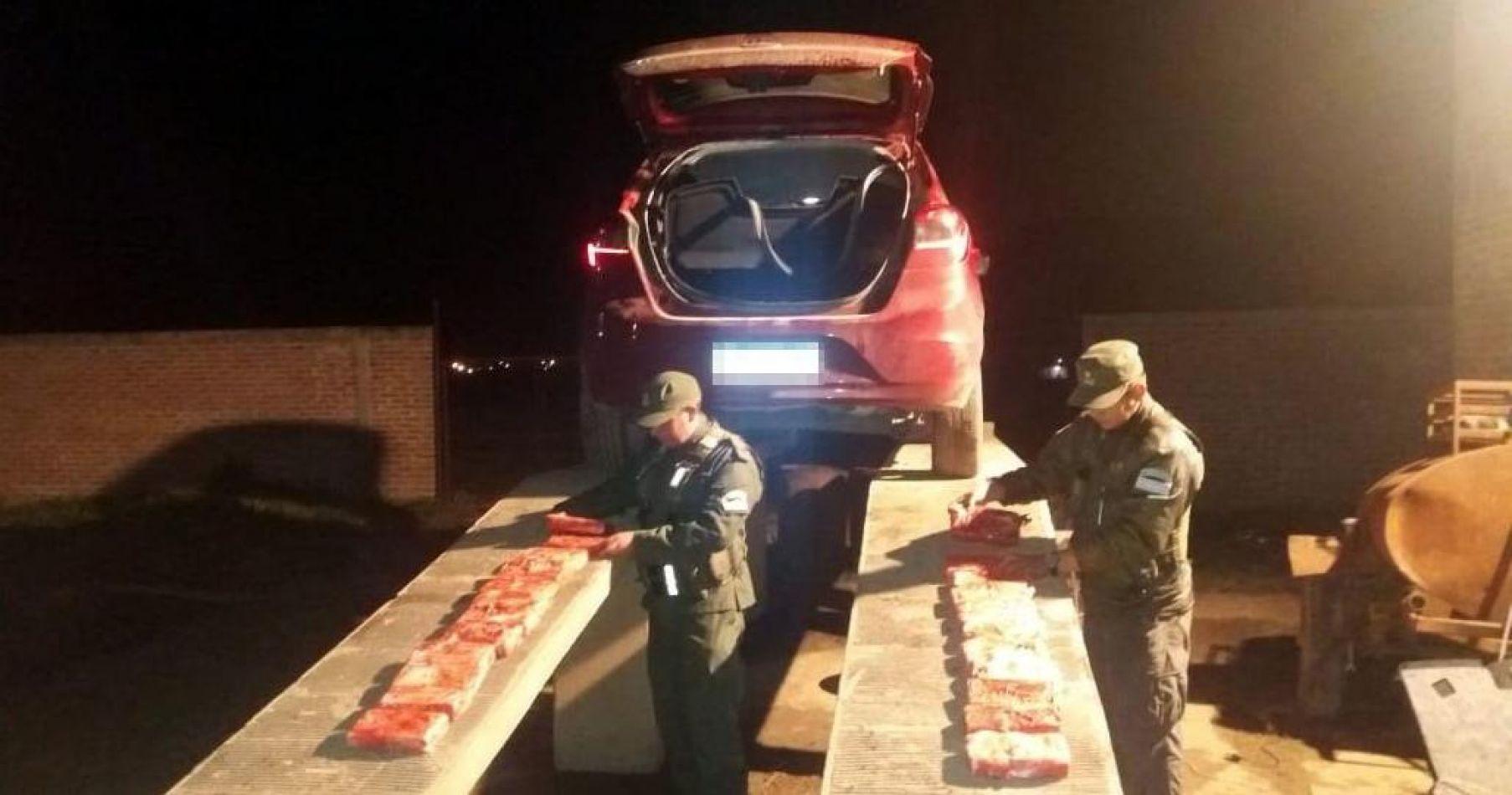 Llevaban 24 kilos de cocaína en dos autos y terminaron presos