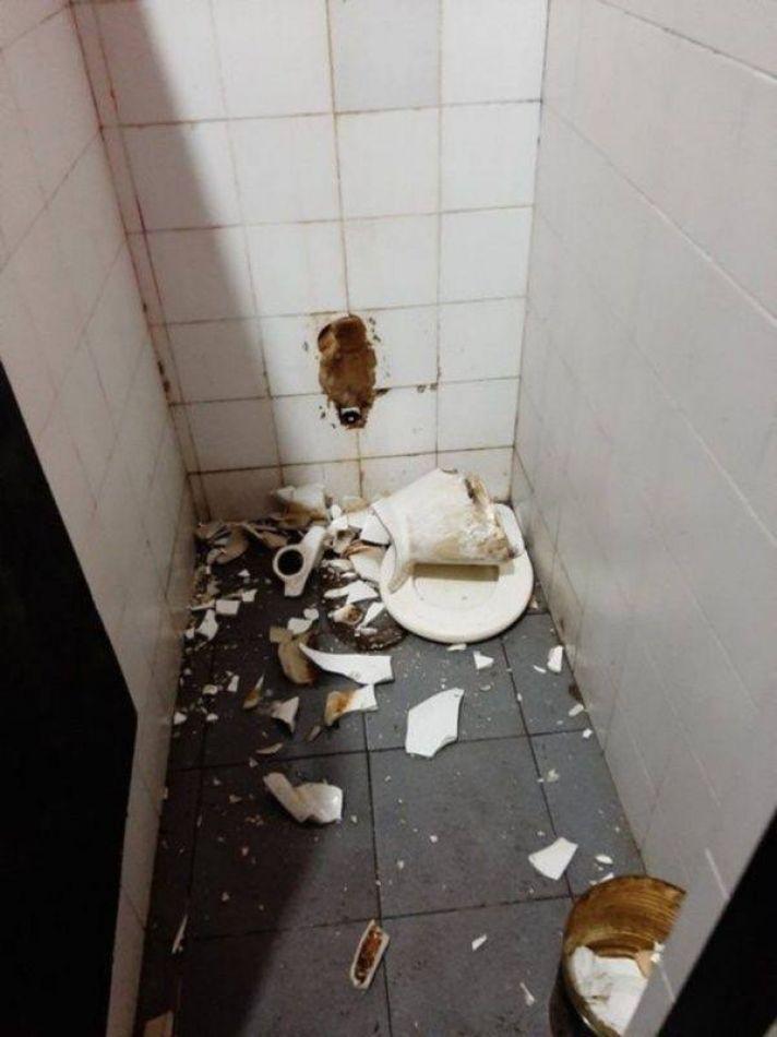 Quedaron eliminados de la Copa y sus hinchas destruyeron los baños del estadio