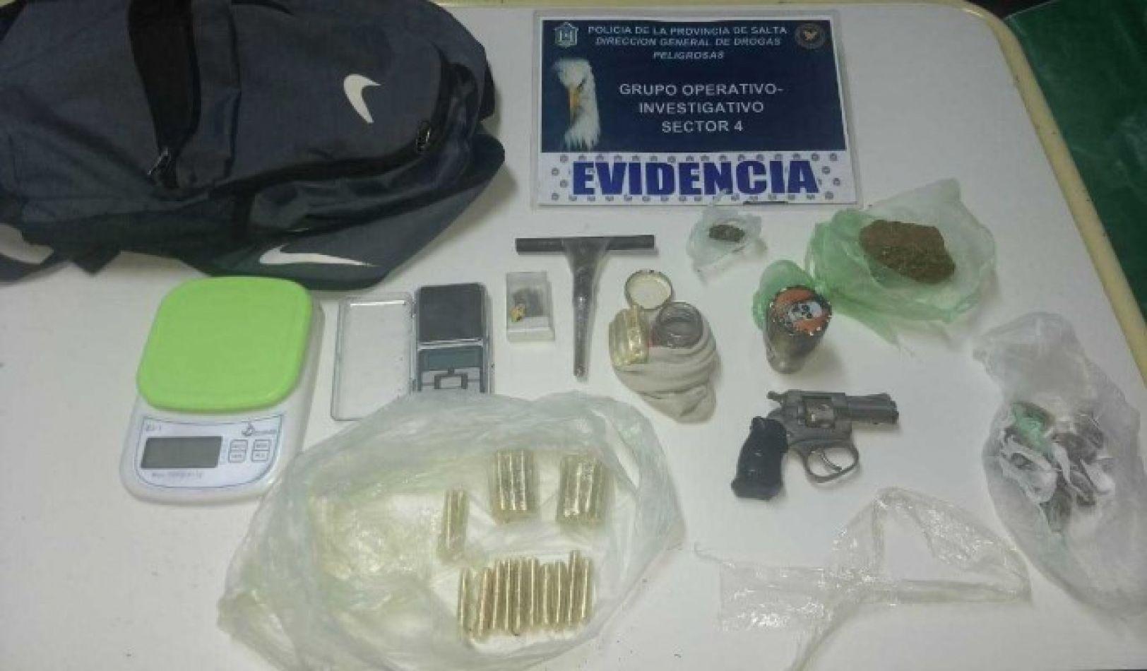 Joven salteña llevaba en la mochila cocaína, marihuana y un revólver: así la atraparon