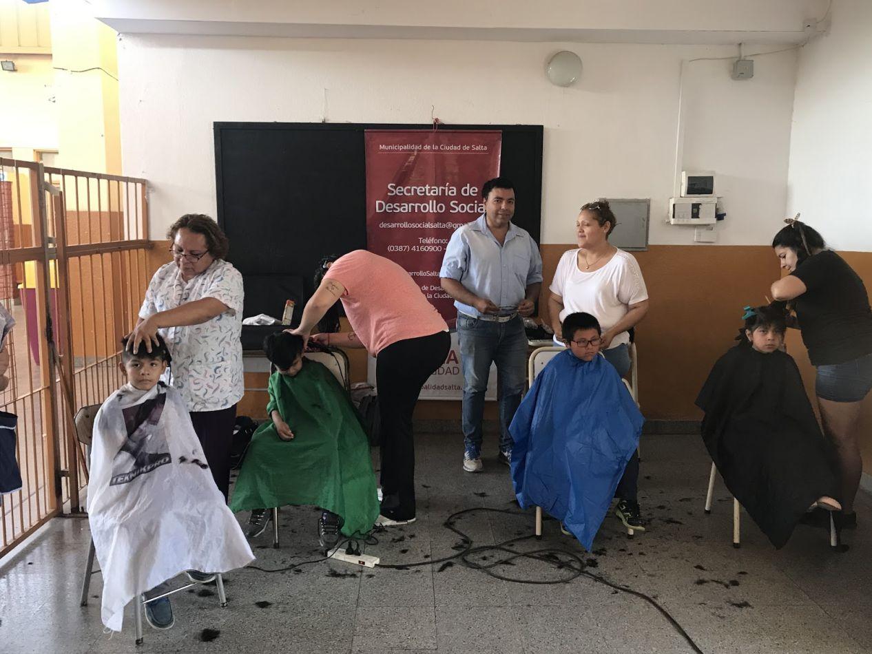 Última semana del servicio de corte de cabello gratuito para niños y adultos