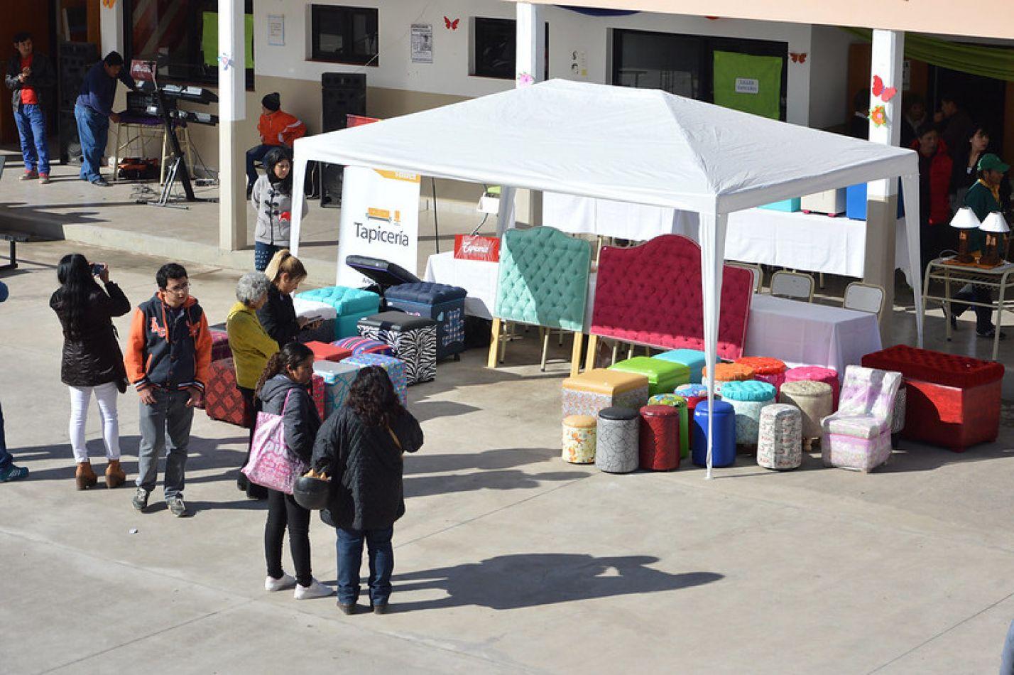 Alumnos de la Escuela de Artes y Oficios se preparan para la última muestra del año