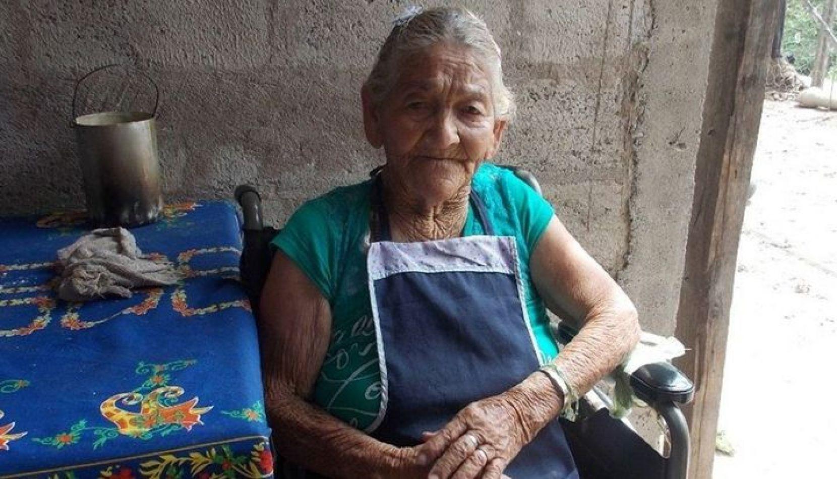 La abuela Felisa cumplió 103 años según el documento, pero tiene 110
