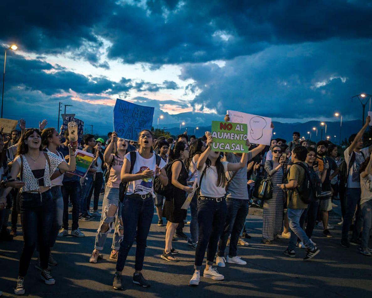 Estudiantes de la UNSa apoyaron la protesta en contra de los aumentos en la Católica