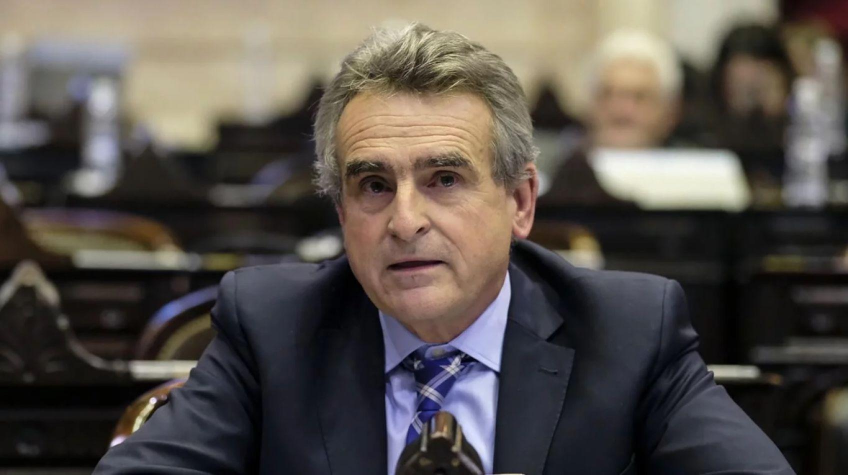 Llega a Salta el ministro de Defensa, Agustín Rossi, para supervisar obras