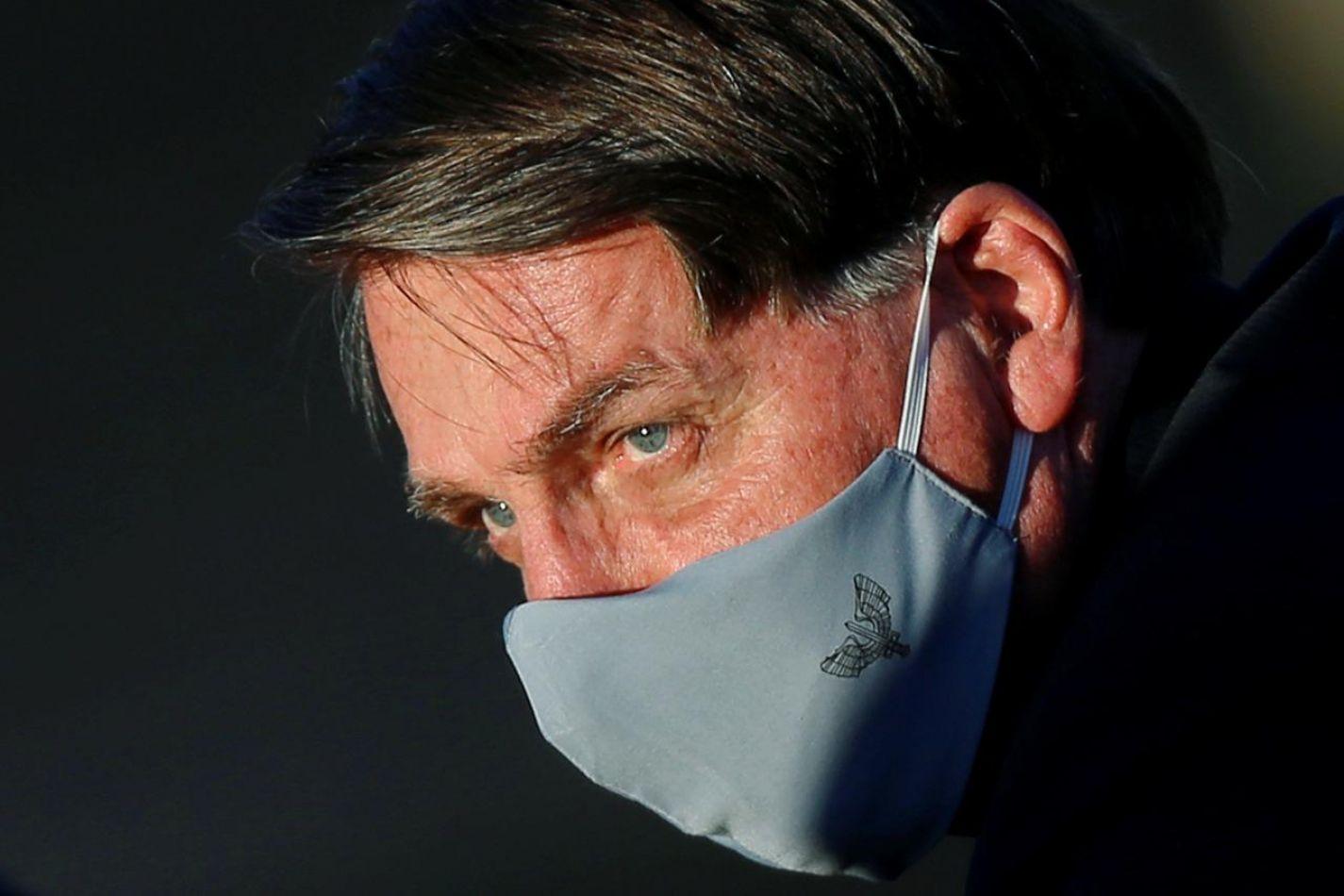 Bolsonaro dice que tiene fiebre y síntomas de coronavirus