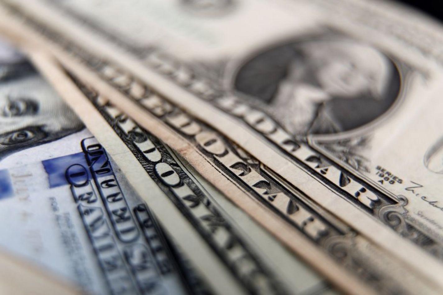 El dólar libre subió a $178 y anotó un nuevo récord: ya es 100 pesos más caro que el oficial