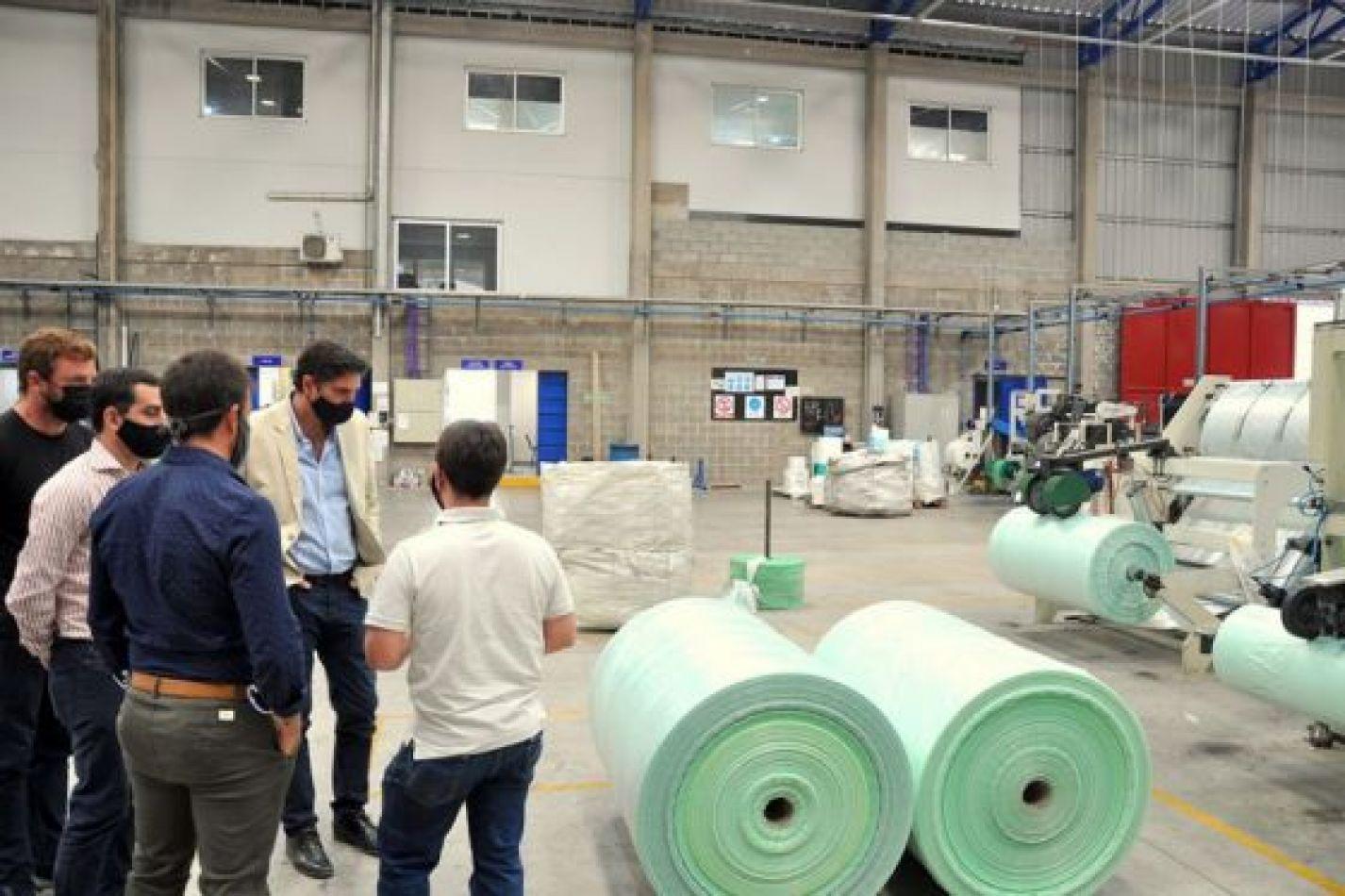 El Gobierno recorrió las plantas de Snacko y Petit Plast para conocer las necesidades del sector