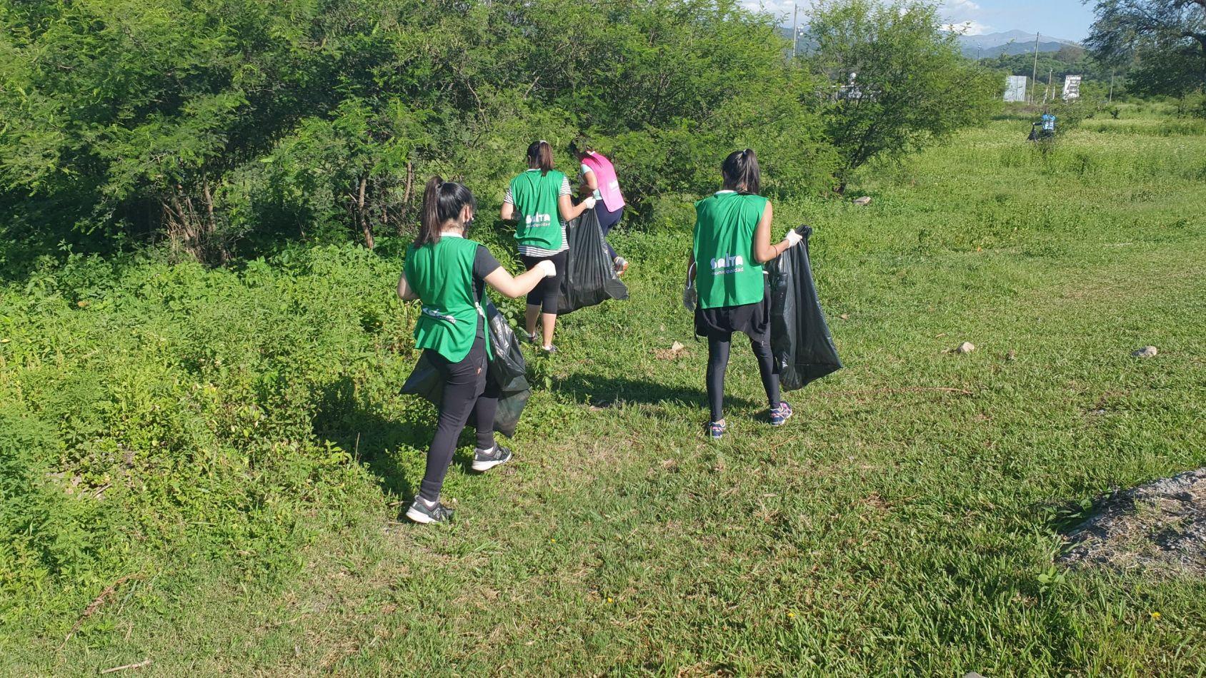 Se recolectaron 55 bolsas de residuo en el trayecto desde la rotonda del Quirquincho hasta el puente del río Vaqueros