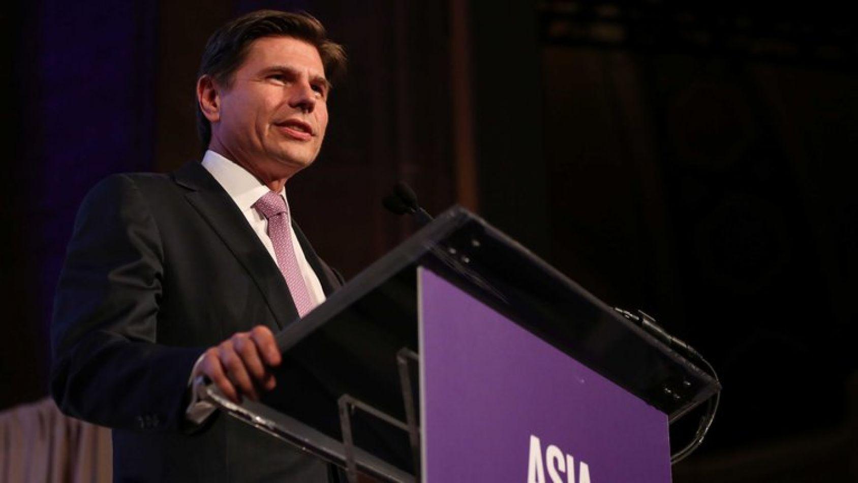 Quién es el banquero argentino que fue designado para liderar una de las bolsas más grandes del mundo