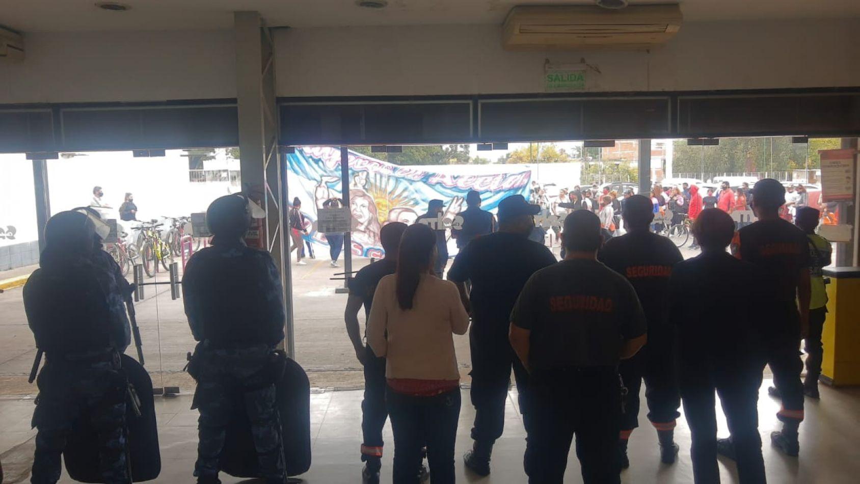 Solicitan la detención de ocho personas por los disturbios en el CCM