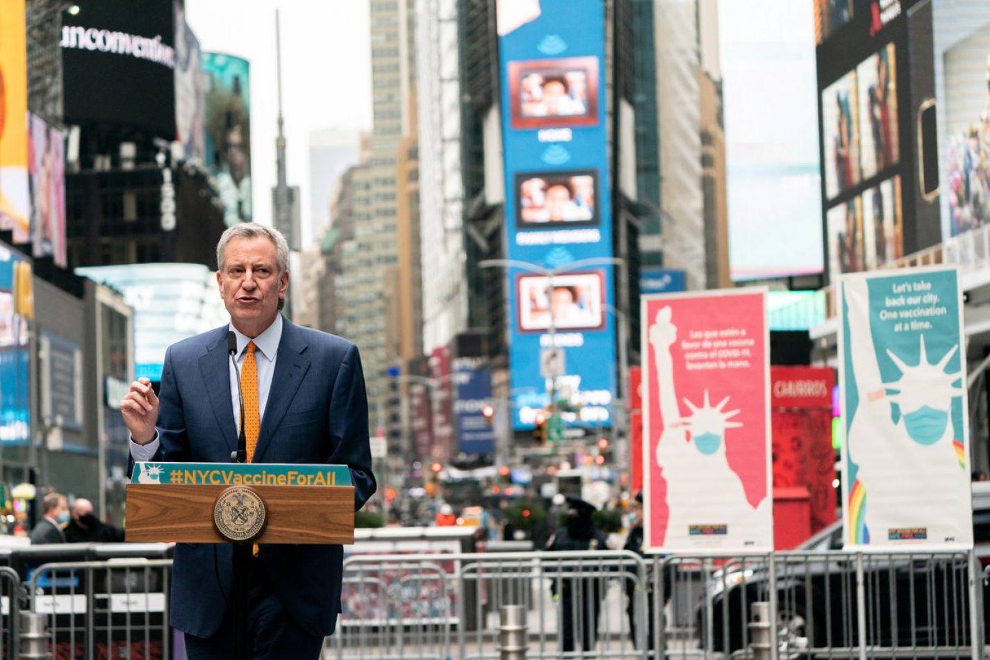 """El alcalde de Nueva York anunció que planea """"abrir completamente"""" la ciudad a partir del 1 de julio"""