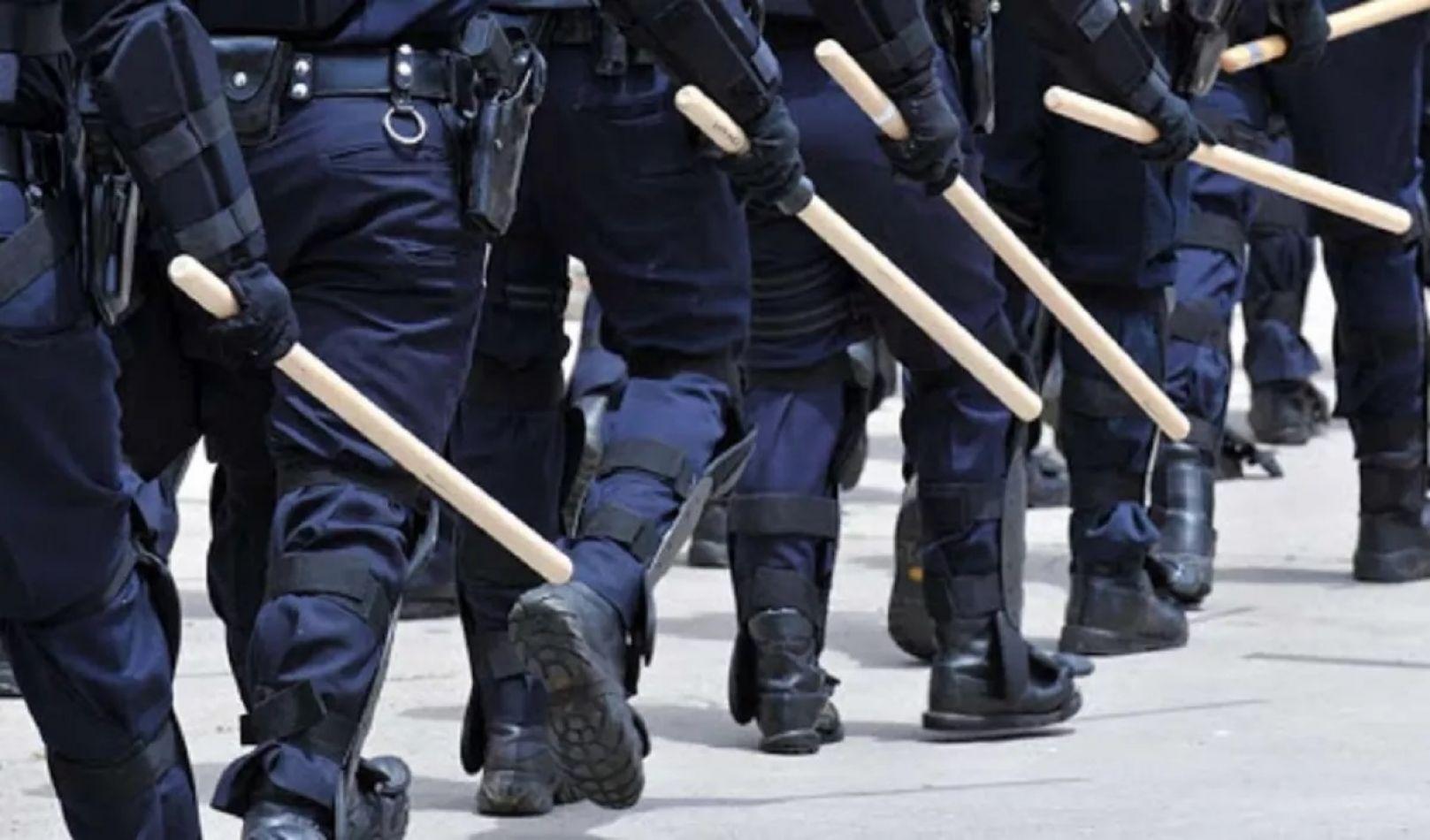 Ocho policías a juicio por lesionar a dos mujeres y una menor