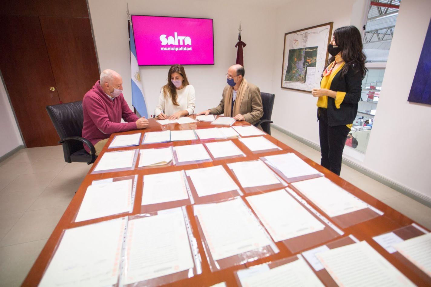 """Bettina Romero: """"Estamos cumpliendo con el derecho de los vecinos de contar con las escrituras de sus viviendas"""""""