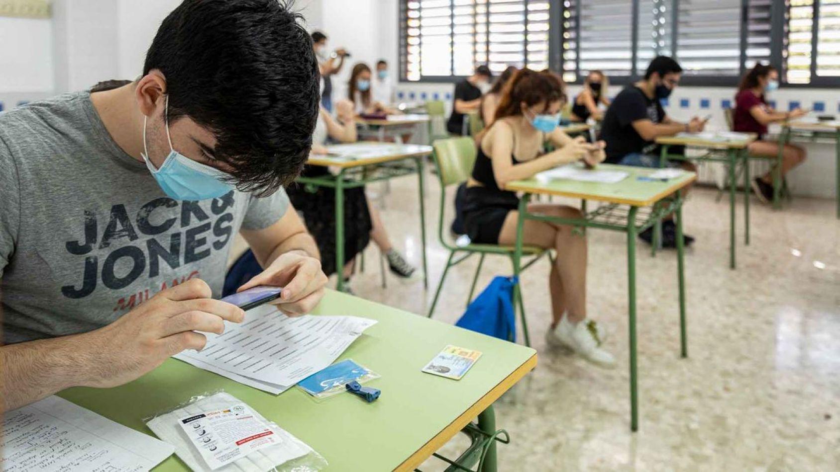 En más de dos meses de clases se contagió el 0,9% de los estudiantes y 4,6% de los docentes