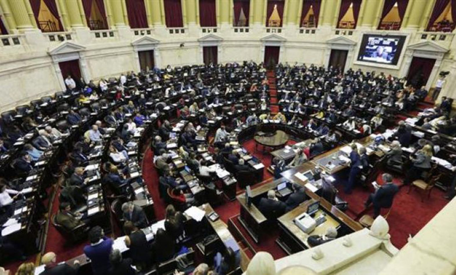 En medio de la crisis, Diputados y Senadores nacionales se subieron el sueldo un 40%
