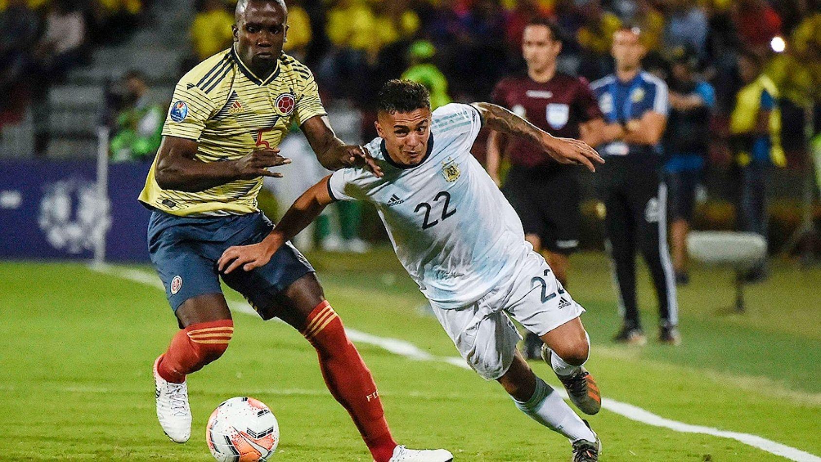 Argentina no pudo sostener la ventaja y Colombia llegó al empate en el final