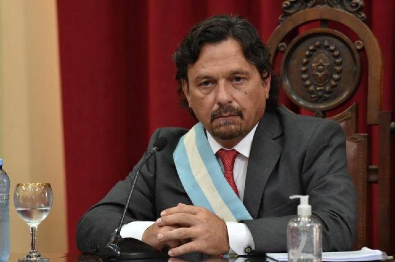Gustavo Sáenz aislado por ser contacto estrecho de un caso de covid