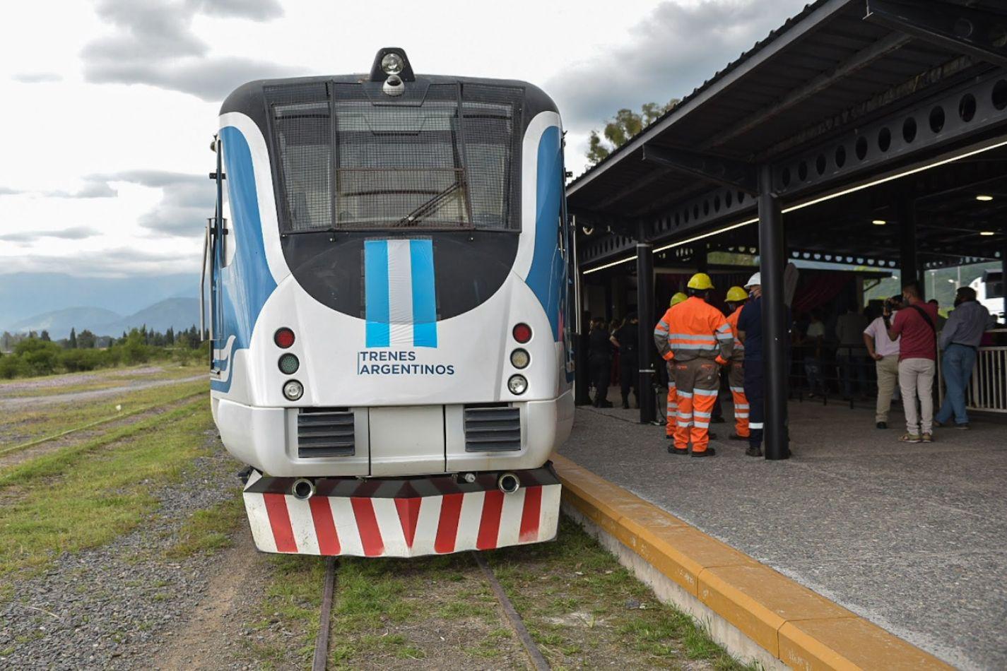 """Luis Borelli: """"No tenemos fecha para que empiece a circular el Tren Urbano, pero la municipalidad de Salta se está encargando de eso"""""""