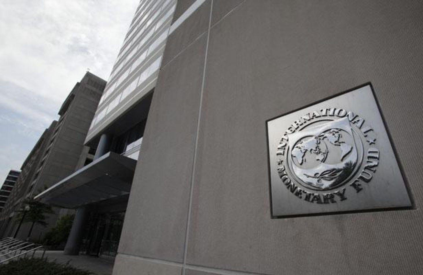 El FMI prevé que este año la economía argentina crecerá un 2,2% y que la inflación cerrará en 21,6%a