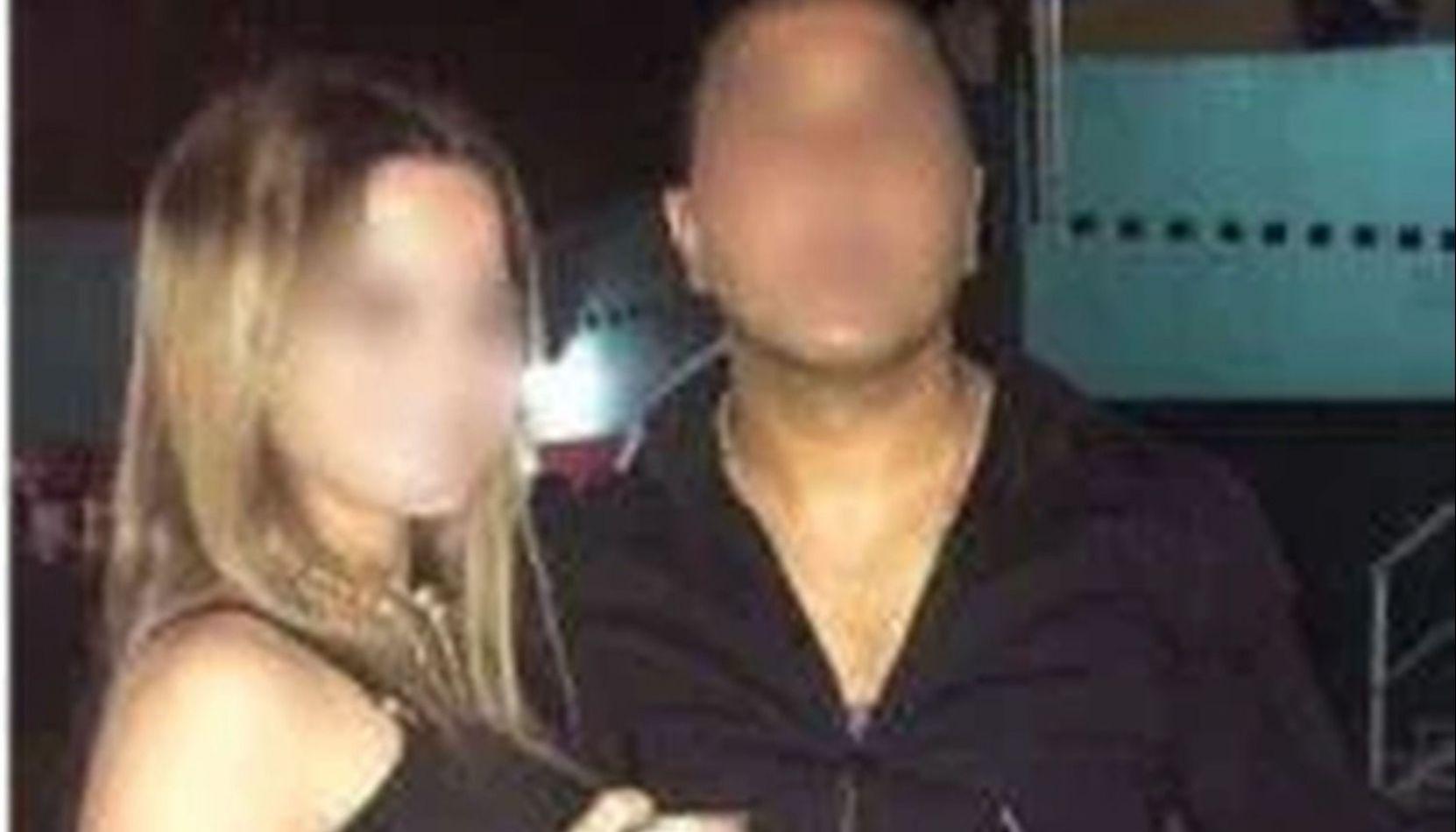 Un policía se filmó a pleno baile con un arma, cervezas y esposas