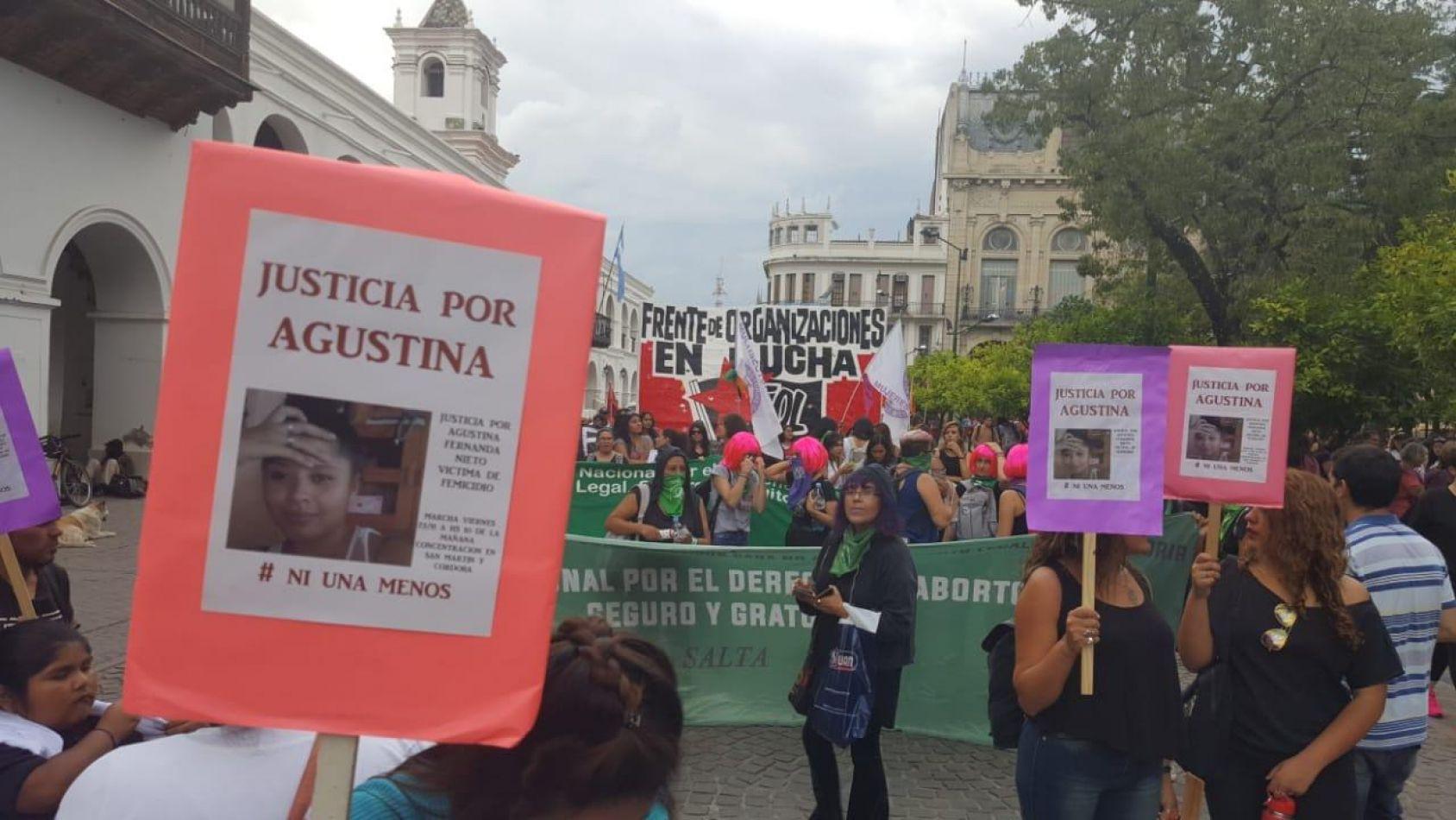 """""""Por Lucía y por todxs"""" marcharon en Salta en repudio a los femicidios impunes"""