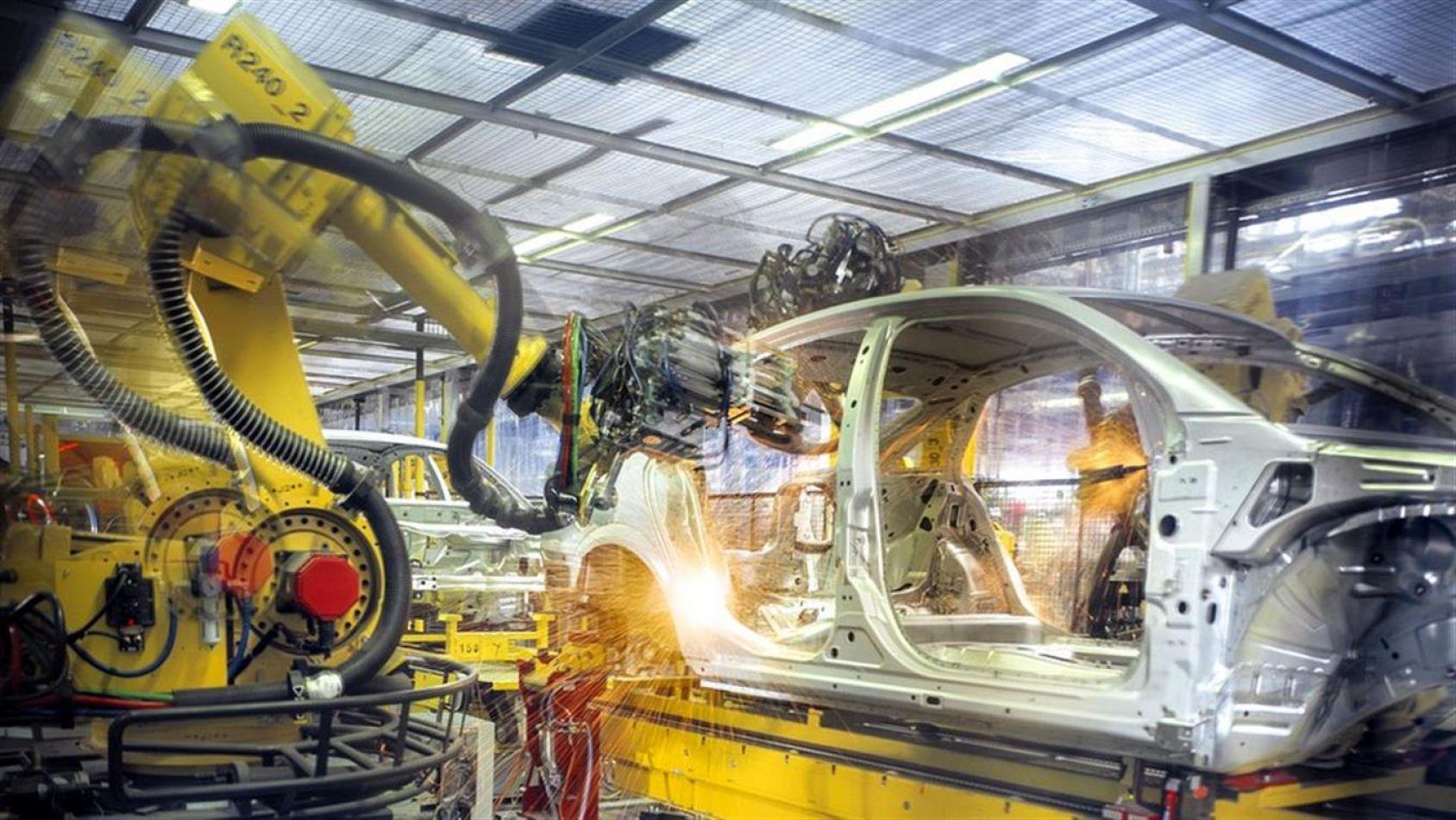 En abril la industria cayó 2,3% y la construcción creció un 10,5%, según el Indec