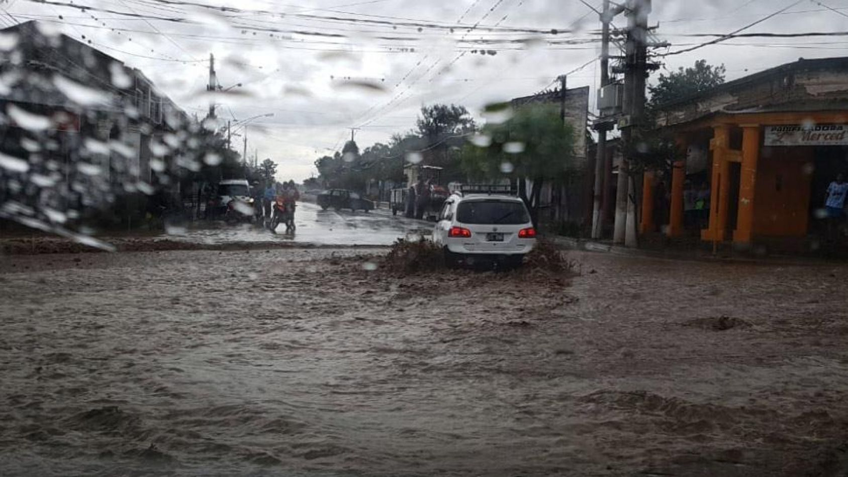 La Ruta Nacional N° 68 quedó cortada por las lluvias