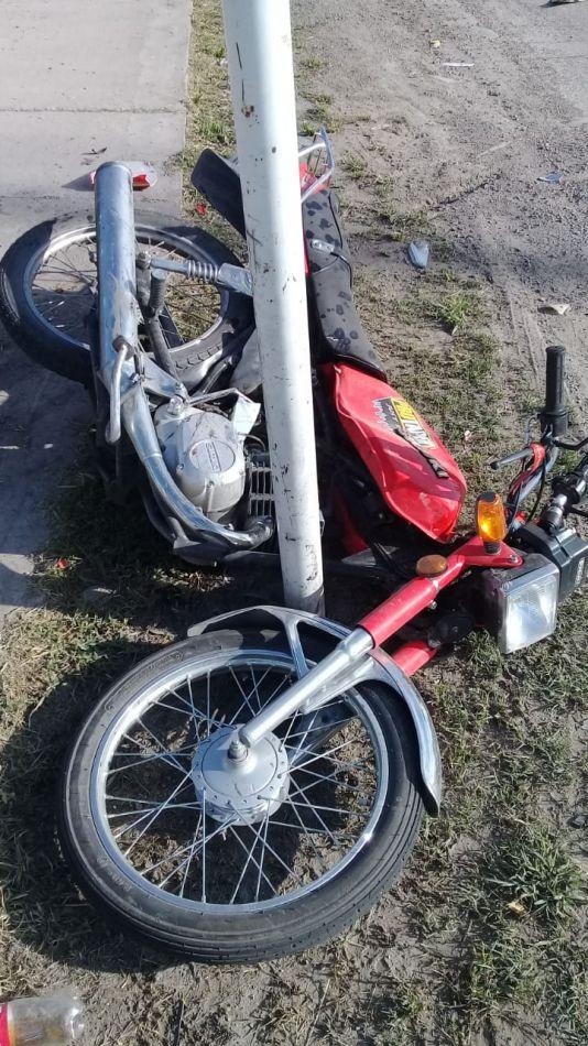Así le quedó la pierna a unos de los motochorros detenidos en la rotonda del Limache
