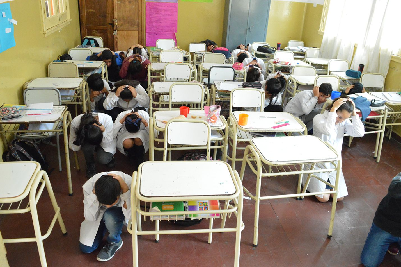 Prevención y Emergencias capacita en escuelas para actuar ante un sismo