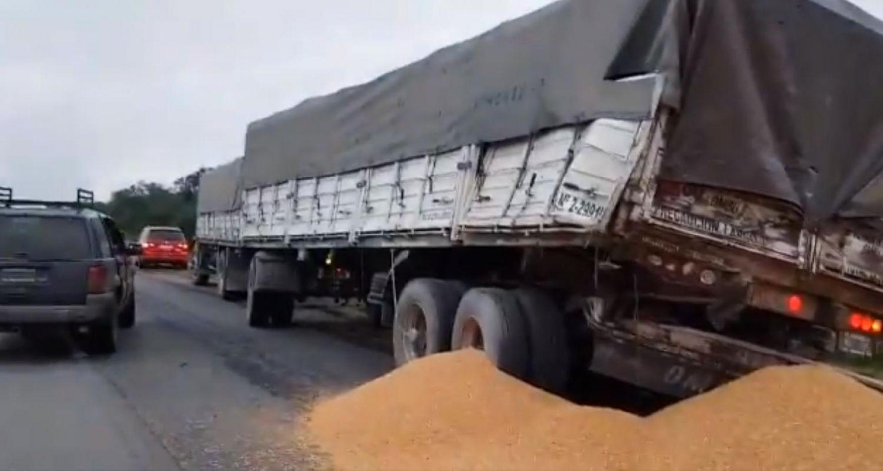 Video: brutal choque entre dos camiones en Salta